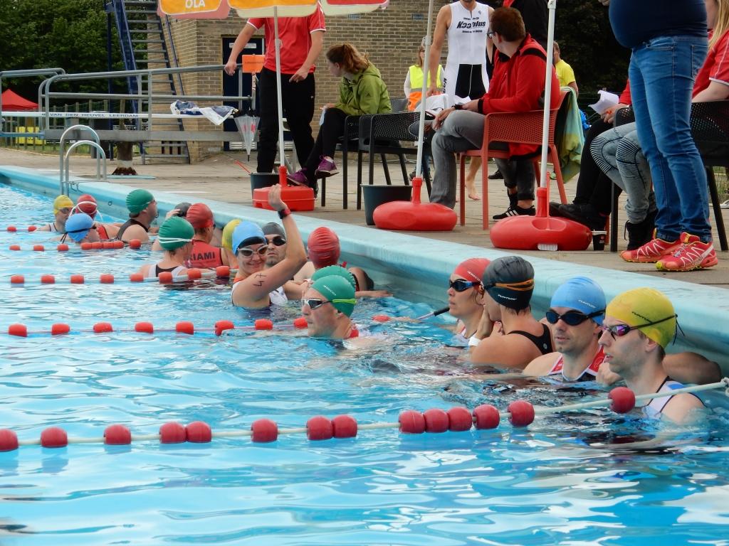 Triatlon gorssel weer in de startblokken - Omtrek zwembad ...